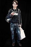 Javier Calvelo/ URUGUAY/ MONTEVIDEO/ Montevideo Comics - Auditorio del Sodre/ Proyecto documental sobre la identidad, lo nacional, lo Uruguayo y el consumo. Se trata de retratos simples mirando a camara y con un fondo neutro. Les pregunto a los fotografiados como quieren ser recordados en el futuro y de que localidad son.<br /> El trabajo esta influenciado por la obra de August Sander pero tambien por Richard Avedon y Manuel Alvarez Bravo. <br /> El titulo esta basado en la obra de Raymond Firth, Tipos Humanos. (Raymond William Firth, ( 1901-2002) fue un etnólogo neozelandés profesor de Antropología en la London School of Economics, es uno de los fundadores de la antropología económica británica). <br /> La convención más importante de comics en Uruguay se desarrolla durante este fin de semana en el Auditorio del Sodre. Conferencias con expertos internacionales, talleres, robótica, concurso de cosplay son parte de las actividades. Montevideo Comics es una organización dedicada al desarrollo de la historieta, la animación y otras actividades afines, la convención va por su edición número 12 y la segunda en el Sodre.<br /> En la foto:  Tipos Humanos en Montevideo Comics 12º edicion en el Auditorio del Sodre. Foto: Javier Calvelo <br /> 20140608  dia domingo