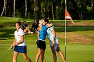 01-09-2016 Golffoto's van het Nationaal Open op de Hilversumsche Golf Club in Hilversum. Finale.  Romy Meekers wordt gefeliciteerd door Justine Dreher
