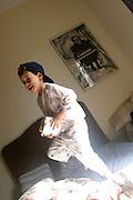 Belo Horizonte_MG, Brasil...Garoto pulando em uma cama...A boy jumping on the bad...Foto: LEO DRUMOND / NITRO