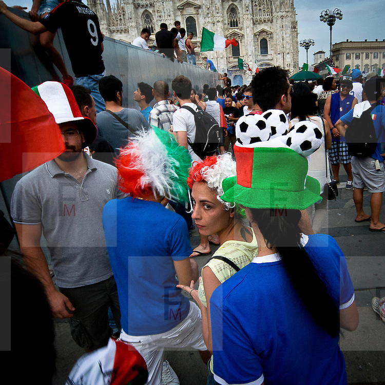 Tifosi itaiani in piazza Duomo durante la finale Italia Spagna dei campionati europei calcio 2012..Italian fans in Duomo square in Milan, during the final match Italia Spagna of the european soccer championship 2012