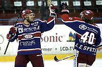 Ishockey<br /> GET-Ligaen<br /> 16.10.08<br /> Jordal Amfi<br /> Vålerenga VIF - Furuset<br /> Regan Kelly og Lars Erik Spets (40) jubler for sistnevntes 1-0 scoring<br /> Foto - Kasper Wikestad