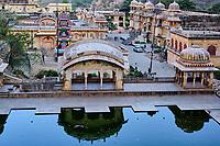 Inde, Rajasthan, Jaipur la ville rose, le temple de Galta dédié au dieu-singe Hanuman // India, Rajasthan, Jaipur the Pink City, the temple of Galta dedicated to the monkey god Hanuman