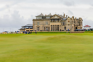 05-10-2019 Schotland - St Andrews Old Course, The Royal and Ancient Clubhouse bij de afslag van hole 1