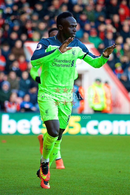 BOURNEMOUTH, ENGLAND - Sunday, December 4, 2016: Liverpool's Sadio Mane celebrates scoring the first goal against AFC Bournemouth during the FA Premier League match at Dean Court. (Pic by David Rawcliffe/Propaganda)
