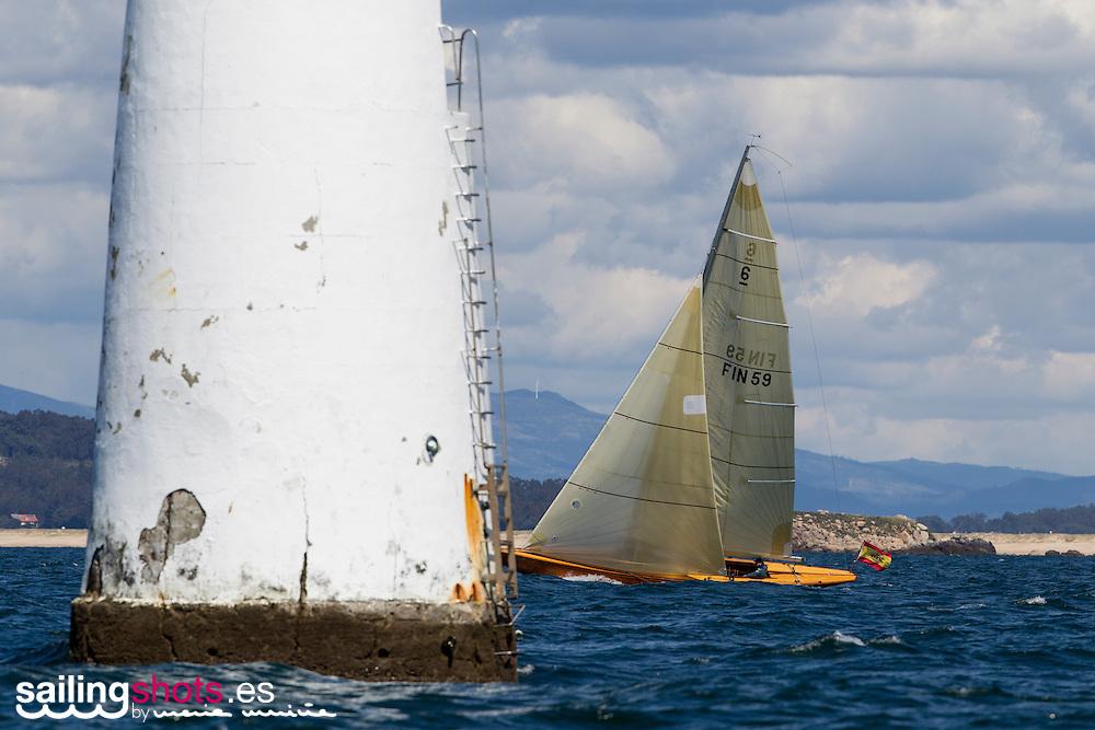 ©María Muiña : www.sailingshots.es. La Flota de los 6mR durante una de las pruebas del Circuito organizada por la clase en Galicia.