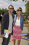 A.A. Gill and Nicola Fornby, Chelsea Flower show, 25 May 2004. ONE TIME USE ONLY - DO NOT ARCHIVE  © Copyright Photograph by Dafydd Jones 66 Stockwell Park Rd. London SW9 0DA Tel 020 7733 0108 www.dafjones.com