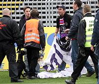 ◊Copyright:<br />GEPA pictures<br />◊Photographer:<br />Norbert Juvan<br />◊Name:<br />Fans<br />◊Rubric:<br />Sport<br />◊Type:<br />Fussball<br />◊Event:<br />OEFB Stiegl-Cup, SV Mattersburg vs FK Austria Mempis Wien<br />◊Site:<br />Mattersburg, Austria<br />◊Date:<br />10/04/04<br />◊Description:<br />Austria-Fans, Siixherheitskraefte<br />◊Archive:<br />DCSNJ-1004041312<br />◊RegDate:<br />10.04.2004<br />◊Note:<br />8 MB - KA/KA