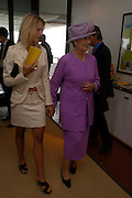 The Duchess of Richmond and Lady Alexandra Gordon-Lennox. Glorius Goodwood. 27 July 2005. ONE TIME USE ONLY - DO NOT ARCHIVE  © Copyright Photograph by Dafydd Jones 66 Stockwell Park Rd. London SW9 0DA Tel 020 7733 0108 www.dafjones.com