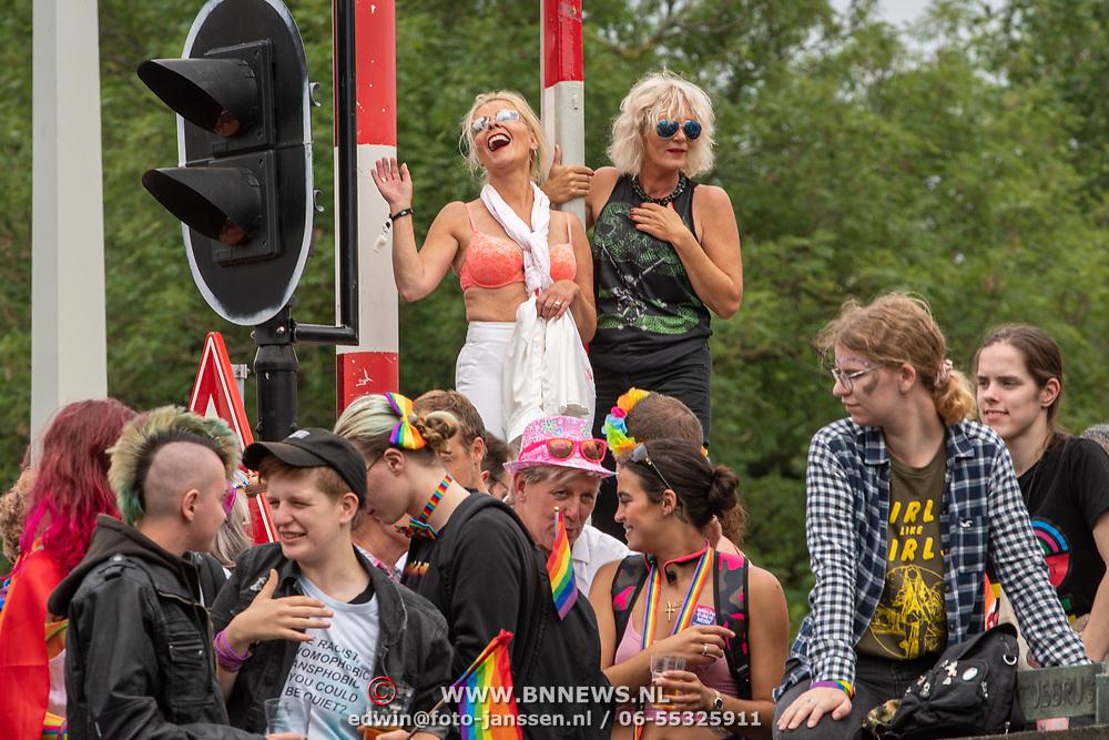 NLD/Amsterdam/20190803 - Gaypride 2019, dames dansen op de brug