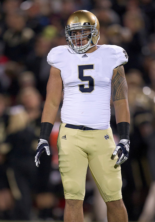 October 01, 2011:  Notre Dame inside linebacker Manti Te'o (#5) during NCAA Football game action between the Notre Dame Fighting Irish and the Purdue Boilermakers at Ross-Ade Stadium in West Lafayette, Indiana.  Notre Dame defeated Purdue 38-10.