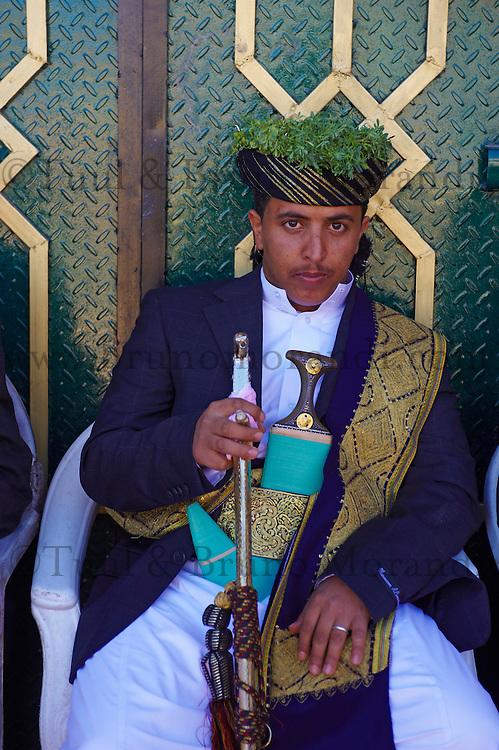 Yemen, région des Hauts Plateaux, jeunes mariés à Shibam. // Yemen, central mountains, wedding ceremony at Shibam.