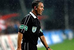 09-05-2007 VOETBAL: PLAY OFF: UTRECHT - RODA: UTRECHT<br /> In de play-off-confrontatie tussen FC Utrecht en Roda JC om een plek in de UEFA Cup is nog niets beslist. De eerste wedstrijd tussen beide in Utrecht eindigde in 0-0 / Assistent scheidsrechter Slot grensrechter<br /> ©2007-WWW.FOTOHOOGENDOORN.NL
