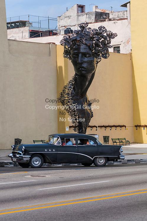 Cuba, La Havane, Malecon et oeuvre d'art contemporain de la biennale de la Havane // Cuba, Havana, contemporary piece of art on Malecon during biennal art of La Havane