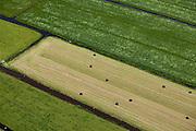 Nederland, Zuid-Holland, Groene Hart, 12-05-2009; Polder Nieuwkoop, hooibalen, balen in plastic verpakt hooi.Swart collectie, luchtfoto (toeslag); Swart Collection, aerial photo (additional fee required)