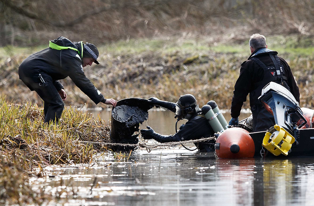 Police Scotland's Marine Unit in Moira Anderson search. Divers from Police Scotland on site conducting preparing a search of identified areas at Monkland Canal.  Picture Robert Perry  2017<br /> <br /> Must credit photo to Robert Perry<br /> FEE PAYABLE FOR REPRO USE<br /> FEE PAYABLE FOR ALL INTERNET USE<br /> www.robertperry.co.uk<br /> NB -This image is not to be distributed without the prior consent of the copyright holder.<br /> in using this image you agree to abide by terms and conditions as stated in this caption.<br /> All monies payable to Robert Perry<br /> <br /> (PLEASE DO NOT REMOVE THIS CAPTION)<br /> This image is intended for Editorial use (e.g. news). Any commercial or promotional use requires additional clearance. <br /> Copyright 2014 All rights protected.<br /> first use only<br /> contact details<br /> Robert Perry     <br /> 07702 631 477<br /> robertperryphotos@gmail.com<br /> no internet usage without prior consent.         <br /> Robert Perry reserves the right to pursue unauthorised use of this image . If you violate my intellectual property you may be liable for  damages, loss of income, and profits you derive from the use of this image.