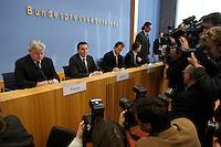 05 JAN 2005, BERLIN/GERMANY:<br /> Joschka Fischer (L), B90/Gruene, Bundesaussenminister, und Gerhard Schroeder (M), SPD, Bundeskanzler, vor Beginn einer Pressekonferenz zur Fluthilfe der Bundesregierung<br /> and Joschka Fischer (L), Federal Minister of Foreign Affairs, und Gerhard Schroeder (M), Federal Chancellor of Germany, before the beginning of a press conferece about the donations for the tsunami-hit nations<br /> IMAGE: 20050105-01-006<br /> KEYWORDS: Gerhard Schröder, Flutkatastrophe, Sturmflut, Erdbeben, Treppe, Tsunami, Journalisten, Fotografen, Kamera, Camera