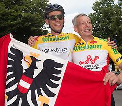 08.07.2017, Wels, AUT, Ö-Tour, Österreich Radrundfahrt 2017, 6. Etappe von St. Johann/Alpendorf nach Wels (203,9 km), im Bild v.l. Stefan Denifl (AUT, Team Aqua Blue Sport) im gelben Trikot und Vater Stefan // Stefan Denifl of Austria (Aqua Blue Sport) in the yellow jersey during the 6th stage from St. Johann/Alpendorf to Wels (203,9 km) of 2017 Tour of Austria. Wels, Austria on 2017/07/08. EXPA Pictures © 2017, PhotoCredit: EXPA/ Reinhard Eisenbauer