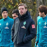 05.11.2020, Trainingsgelaende am wohninvest WESERSTADION,, Bremen, GER, 1.FBL, Werder Bremen Training, im Bild<br /> <br /> <br /> <br /> die Mannschaft auf dem Weg zum nicht-öffentlichen Abschlusstraining, Florian Kohfeldt (Cheftrainer SV Werder Bremen), Mitte, Milot Rashica (Werder Bremen #07) (li) Maximilian Eggestein (Werder Bremen #35), Yuya Osako (Werder Bremen #08)<br /> <br /> Foto © nordphoto / Gumz