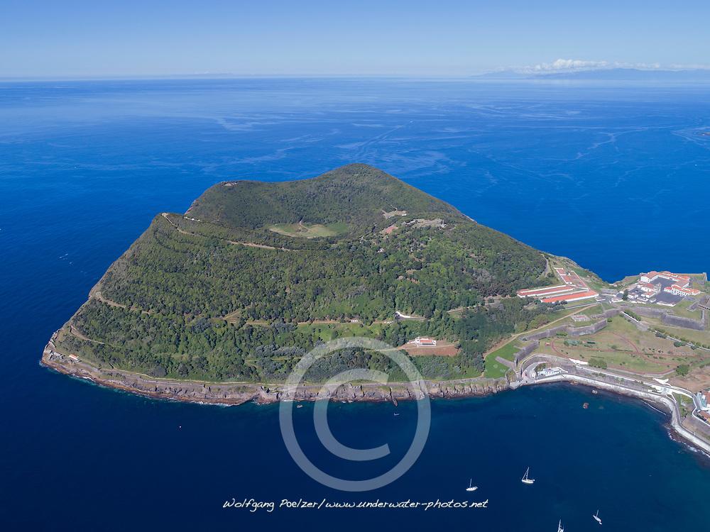 Luftaufnahme von Angra de Heroismo auf Terceira, Azoren, Atlantischer Ozeam, Atlantiv / Aerial view of Angra de Heroismo on Terceira, Acores, Atlantic Ocean