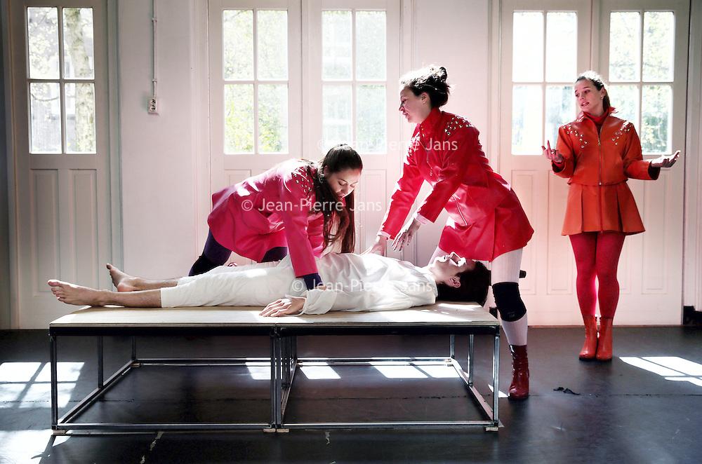 Nederland, Amsterdam, 28 april 2015.<br /> Opera Spanga repeteert voor zijn nieuwe voorstelling, The Electric Flute, gebaseerd op die Zauberflöte.<br /> Foto:Jean-Pierre Jans