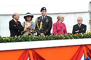 Koninginnedag 2008 / Queensday 2008. <br /> <br /> Koningin Beatrix viert Koninginnedag dit jaar in Friesland. De vorstin en haar familie bezochten op 30 april Makkum en Franeker.<br /> <br /> Queen Beatrix celebrates Queensday this year in Friesland (the Nothren provice in Holland). The Queen and its family visited Makkum and Franeker on 30 April.<br /> <br /> Op de foto/ On the Photo: