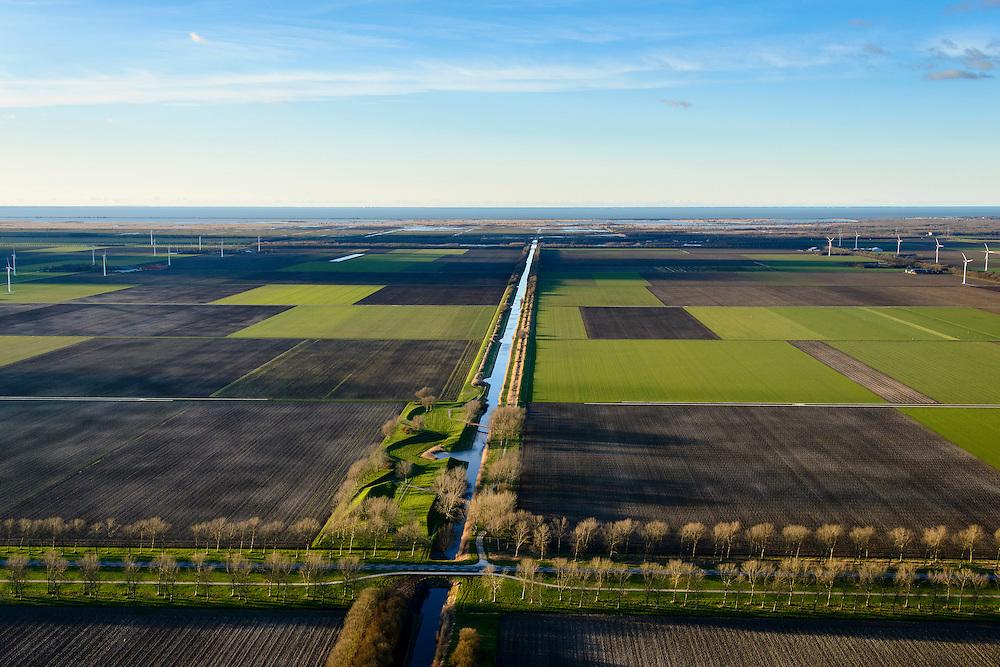 Nederland, Flevoland, 28-02-2016; Provinciale weg 706, Vogelweg. Kunstwerk van Piet Slegers, De Aardzee, Landart. Lepelaarstocht.<br /> De beplanting van de Vogelweg is een voorbeeld van de landschapsarchitectuur van Flevoland.<br /> Vogleweg, example of landscape architecture in the new polder Flevoland.<br /> <br /> luchtfoto (toeslag op standard tarieven);<br /> aerial photo (additional fee r