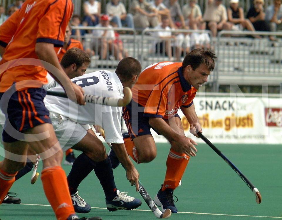 fotografie frank uijlenbroek@1999/frank uijlenbroek<br />9900906 Padova sport Italie<br />ek heren hockey <br />de trainingspartij(woorden van de franse coach) van Nederland tegen frankrijk werd 4-0<br />op foto: Jacques Brinkman(r) evenaarde het record van de indiase speler Pargat Singh van 313 interlands