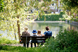 © Licensed to London News Pictures. 25/05/2017. London, UK. A family enjoys hot weather in Hampstead Heath, north London as temperatures hit 29C on Thursday 25 May 2017. Photo credit: Tolga Akmen/LNP