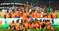Fotball<br /> Afrika Cup / Afrikamesterskapet<br /> 08.02.2015<br /> Elfenbenskysten v Ghana <br /> Finale<br /> Foto: imago/Digitalsport<br /> NORWAY ONLY<br /> Players of Cote d Ivoire pose for a group photo with the trophy of Africa Cup of Nations during the awarding ceremony in Bata, Equatorial Guinea, Feb. 8, 2015. Cote d Ivoire won the champion after beating Ghana 9-8 in penalty kicks of the final on Sunday.