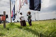 Février 2017. Afrique du sud. Les conséquences de l'exploitation des mines de charbon sur les femmes. Triangle de Vaal. Township de Zamdela. Kilo Mafisa, 40 ans, 1 fille, célibataire. Avec Moleboheng, 28 ans, 1 garçon de 2 ans, son mari est mort de la tuberculose. Ce sujet a été réalisé avec l'aide de l'association sud-africaine WOMIN qui vise à conscientiser et aider les femmes à se battre contre l'industrie minière et ses conséquences sociales (chômage, précarité, violences conjugales...), environnementales et sanitaires.