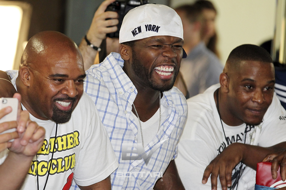 """LAS VEGAS, NV - APRIL 24:  Rapper Curtis """"50 Cent"""" Jackson watches boxer Floyd Mayweather Jr. as he trains in front of the media at Mayweather Boxing Gym on April 24, 2012 in Las Vegas, Nevada.  (Photo by Jeff Bottari/Getty Images)"""