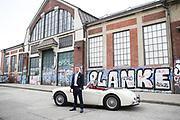 Boxen: Fotoproduktion, Hamburg, 03.10.2020<br /> Sebastian Formella<br /> Anzug und Schuhe: Paisley<br /> Oldtimer: Austin Healey von www.oldtimer-buchen.de<br /> © Torsten Helmke