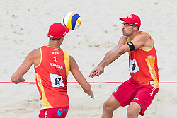 28.07.2017, Donauinsel, Wien, AUT, FIVB Beach Volleyball WM, Wien 2017, Herren, Gruppe I, im Bild v.l. Pablo Herrera Allepuz (ESP), Adrian Gavira Collado (ESP) // f.l. Pablo Herrera Allepuz of Spain Adrian Gavira Collado of Spain during the men's group I match of 2017 FIVB Beach Volleyball World Championships at the Donauinsel in Wien, Austria on 2017/07/28. EXPA Pictures © 2017, PhotoCredit: EXPA/ Sebastian Pucher