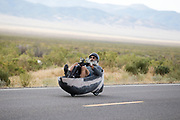 In Battle Mountain (Nevada) wordt ieder jaar de World Human Powered Speed Challenge gehouden. Tijdens deze wedstrijd wordt geprobeerd zo hard mogelijk te fietsen op pure menskracht. De deelnemers bestaan zowel uit teams van universiteiten als uit hobbyisten. Met de gestroomlijnde fietsen willen ze laten zien wat mogelijk is met menskracht.<br /> <br /> In Battle Mountain (Nevada) each year the World Human Powered Speed ??Challenge is held. During this race they try to ride on pure manpower as hard as possible.The participants consist of both teams from universities and from hobbyists. With the sleek bikes they want to show what is possible with human power.