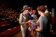 Staatsbezoek aan Nederland van Zijne Majesteit Koning Filip der Belgen vergezeld door Hare Majesteit Koningin <br /> Mathilde aan Nederland.<br /> <br /> State Visit to the Netherlands of His Majesty King of the Belgians Filip accompanied by Her Majesty Queen<br /> Mathilde Netherlands<br /> <br /> op de foto / On the photo: Koningin Maxima en Koningin Mathilde bij het Vlaams Cultuurhuis de Brakke Grond. /////  Queen Maxima and Queen Mathilde at the Flemish Cultural Centre de Brakke Grond.