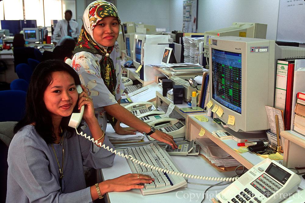 MALAYSIA, KUALA LUMPUR Ta Securities, Islamic women trading