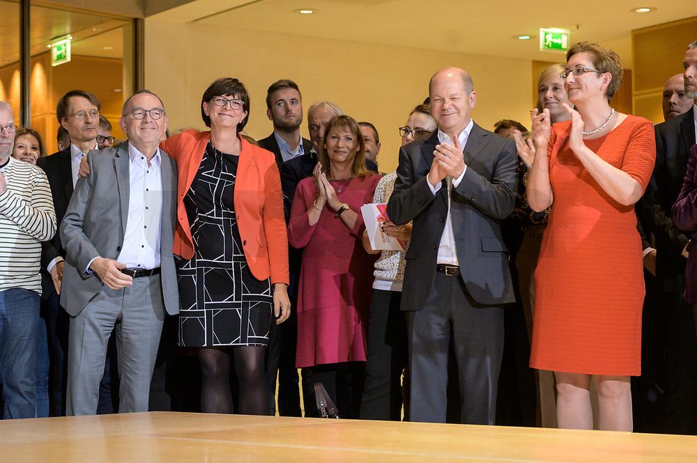 26 OCT 2019, BERLIN/GERMANY:<br /> Norbert Walter-Borjans, SPD, Landesminister a.D., Saskia Esken, MdB, SPD,  Olaf Scholz, SPD; Bundesfinanzminister, und Klara Geywitz, SPD Brandenburg, wahrend der Bekanntgabe der SPD-Mitgliederbefragung  zur Wahl des neuen Parteivorsitzes, Willy-Brandt-Haus<br /> IMAGE: 20191026-01-013<br /> KEYWORDS: Verkündung, Verkeundung