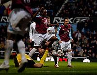 Photo: Ed Godden.<br /> West Ham United v Manchester United. The Barclays Premiership. 17/12/2006. Nigel Reo-Coker (L), scores for West Ham.