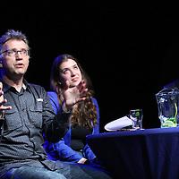 Nederland, Amsterdam , 7 mei 2014.<br /> UvA-debat over Education in Transition<br /> De enorme stortvloed aan wetenschappelijke publicaties, de groeiende rol van het bedrijfsleven en de beknellende prestatiefinanciering zijn hier slechts enkele voorbeelden van. Dit soort veranderingen beperken zich niet alleen tot het onderzoek, maar hebben ook effect op het onderwijs.<br /> Op de foto: v.l.n.r. Michel Haring (onderzoeker aan de UvA) Gaby Lunansky (Raadslid Centrale Studentenraad) en Frank van Vree (Decaan van de Faculteit der Geesteswetenschappen)<br /> Foto:Jean-Pierre Jans