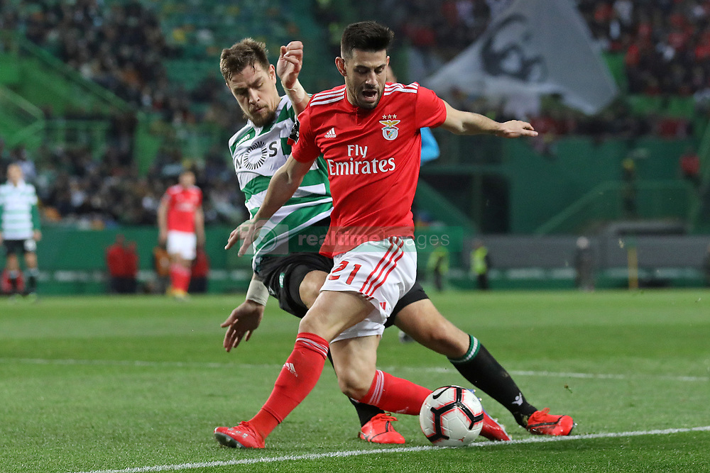 February 3, 2019 - Lisbon, PORTUGAL, Portugal - Sebastián Coates of Sporting CP (L) vies for the ball with Pizzi of SL Benfica (R) during the League NOS 2018/19 footballl match between Sporting CP vs SL Benfica. (Credit Image: © David Martins/SOPA Images via ZUMA Wire)