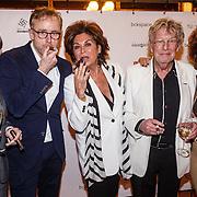 NLD/Amsterdam/20160322 - Sigaren locker Pr. Bernhard Sr. overdracht bij Huis Hajenius, v.l.n.r. Francois-Leon van der Velden, ........, Christine Kroonenberg, Jan des Bouvrie, Netty van der Veer