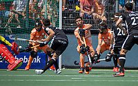 AMSTELVEEN -  Uitlopen strafcorner Glenn Schuurman (Ned) EK hockey, finale Nederland-Duitsland 2-2. mannen.  Nederland wint de shoot outs en is Europees Kampioen.  COPYRIGHT KOEN SUYK