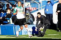 Fotball<br /> Tippeligaen<br /> Ullevål  Stadion 05.05.10<br /> Vålerenga - Hønefoss<br /> Tidligere Vålerenga spiller Kamal Saaliti mister ballen til Martin Andresen<br /> Foto: Eirik Førde