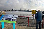 Nederland, Velsen, 26-2-2013Beverwijk, IJmuiden, Wijk aan zee.Op de voorgrond het opslagbassin voor verontreinigd slib, baggerslib.Corus, hoogovens. Metaalindustie, staalproductie, staalproduktie, zware industrie, vraag en aanbod staal op wereldmarkt, smelterij, luchtvervuiling, luchtverontreiniging, milieu, milieuvervuiling, luchtkwaliteit, stof, stofdeeltjes, economie, british steel, fusie, werkgelegenheid.Foto: Flip Franssen