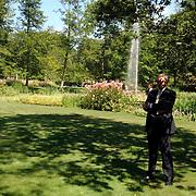 NLD/Wassenaar/20050717 - Fotosessie prins Willem - Alexander, prinses Maxima, Amalia en Alexia, woning de Horsten, tuin, beveiliging