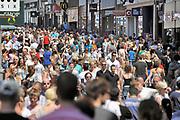 Nederland, Nijmegen, 18-9-2017Winkelende mensen in het centrum van de stad.Foto: Flip Franssen