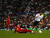 Photo: Andrew Unwin.<br />England v Macedonia. UEFA European Championships 2008 Qualifying. 07/10/2006.<br />England's Frank Lampard (R) drives forward.