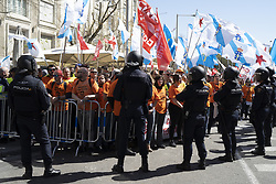 March 28, 2019 - Madrid, Spain - More than 700 workers who are concentrated in Madrid against the closure of the Alcoa aluminum production plant, in Madrid, Spain, on March 27, 2019  (Credit Image: © Oscar Gonzalez/NurPhoto via ZUMA Press)