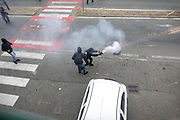 30 settembre 2017 Scontri a Venaria nel giorno conclusivo del G7 Lavoro. Un gruppo di manifestanti ha tentato di forzare il cordone delle forze dell'ordine, a protezione della Reggia dove si teneva il vertice ed è stato respinto. I dimostranti hanno poi risposto scagliando razzi, grossi petardi e fumogeni contro polizia e carabinieri.
