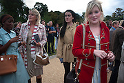 NAOMI DAVIS; LOUISE FENNELL; COCO FENNELL; EMERALD FENNELL, The Royal Parks Foundation with Halcyon Gallery unveils Isis, a new sculpture in Hyde Park. Next to the Serpentine lake. London. 7 September 2009.